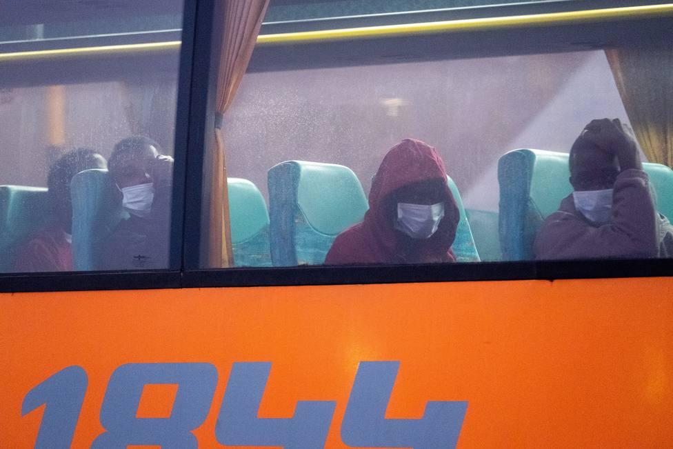 Llegan a Fuerteventura 55 ocupantes de una patera rescatada por Salvamento