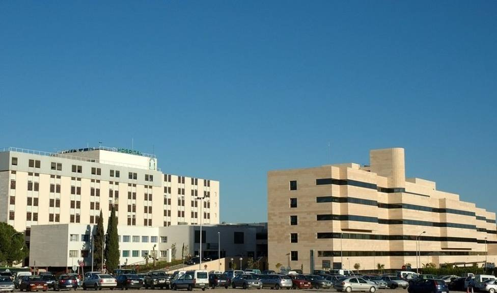 El Hospital Reina Sofía estudia posibles casos entre profesionales y pacientes en un módulo