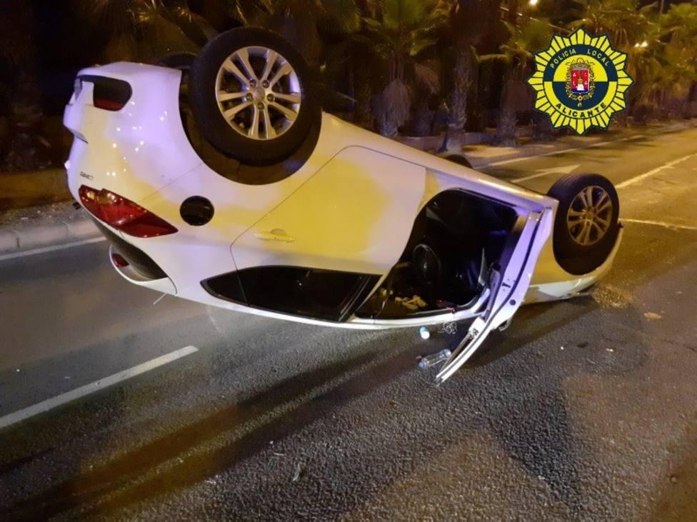 Herido conductor supuestamente ebrio al perder el control del coche y volcar