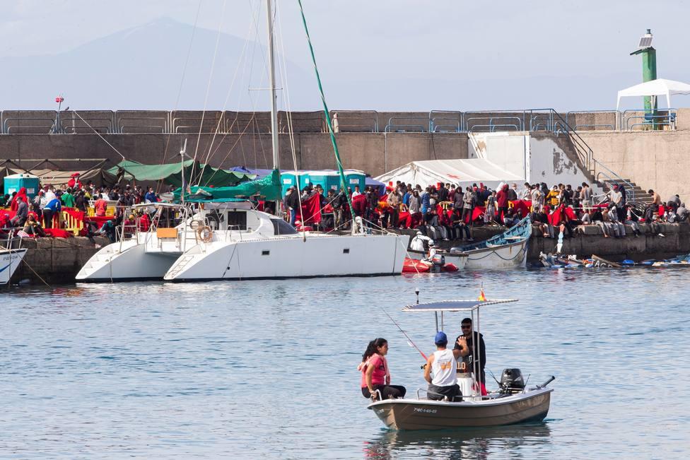 Salvamento Marítimo lleva nuevos rescatados a Arguineguín, donde continúan cientos de inmigrantes
