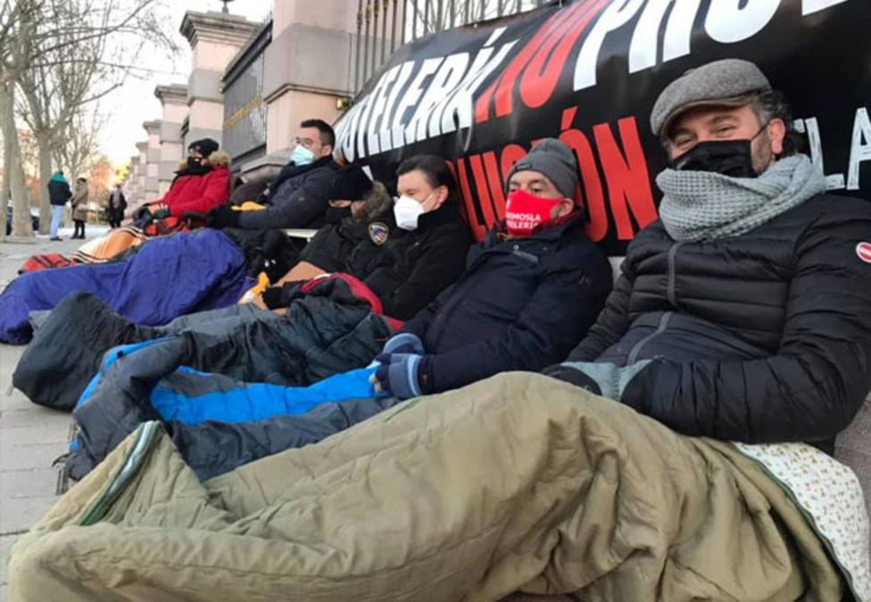 Hosteleros palentinos hacen guardia en las puertas de la Junta