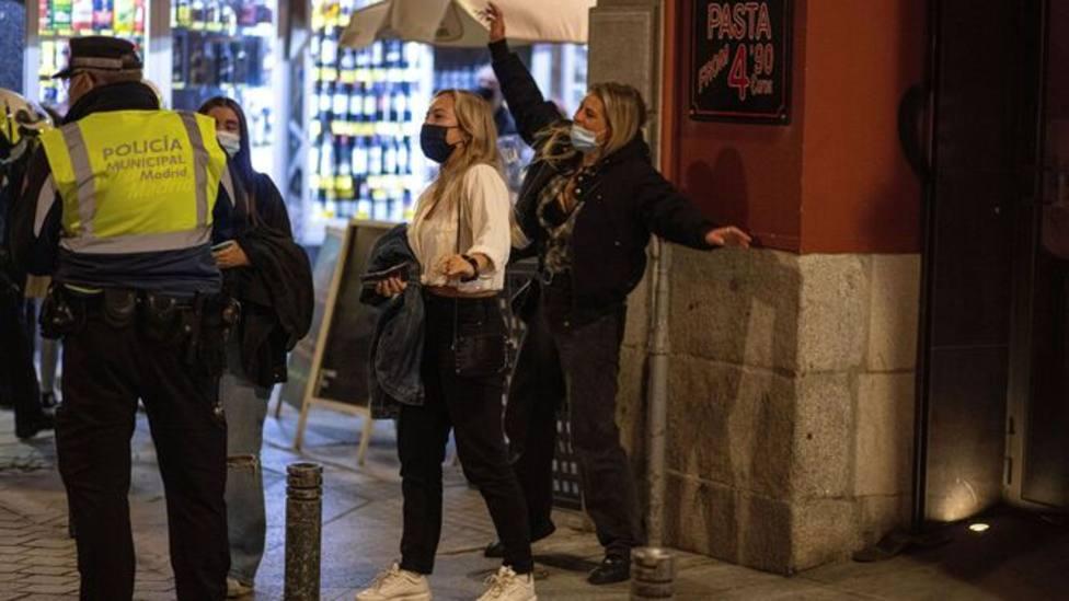El turismo de borrachera agita el debate político preelectoral en Madrid