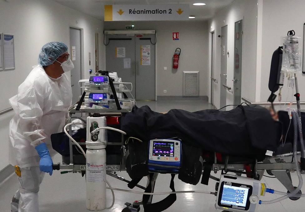 Francia notifica 338 fallecidos por covid-19 pero remite la presión hospitalaria
