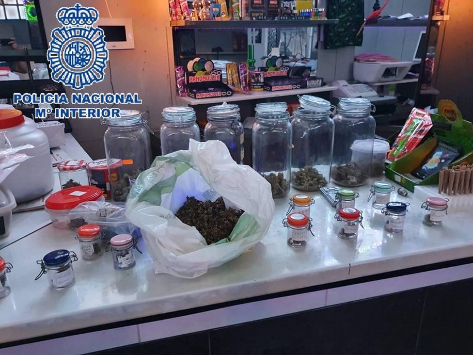 Málaga.- Sucesos.- Desarticulada una red de cultivo y distribución de marihuana en locales de ocio de la costa