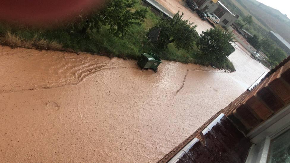 Las tormentas se extienden con fuerza en La Rioja con varias incidencias y calzadas inundadas