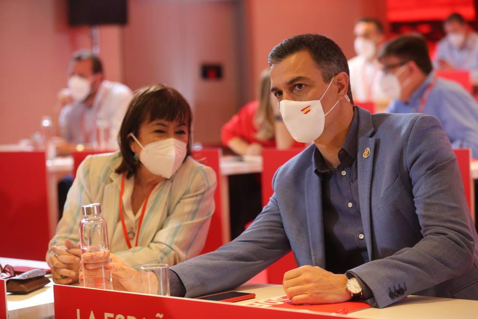 La presidenta del PSOE, Cristina Narbona y el presidente del Gobierno, Pedro Sánchez