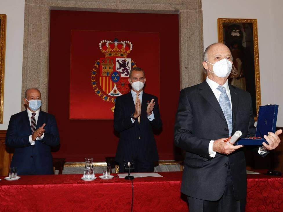 Enrique Krauze recibe el galardón /Comunidad de Madrid