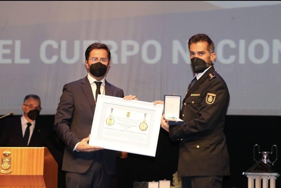 La Policía Nacional en El Ejido recibe la medalla de Honor del Ayuntamiento