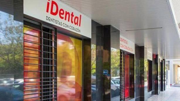 La Policía registra la clínica de iDental en Rivas-Vaciamadrid (Madrid)