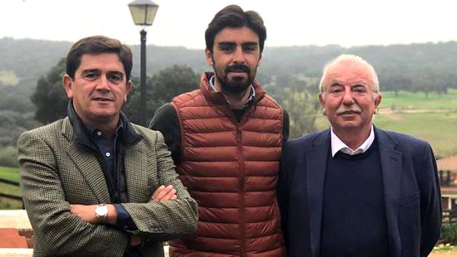 Santiago Ellauri, Perera y Pedro Rodríguez Tamayo tras sellar su acuerdo de apoderamiento