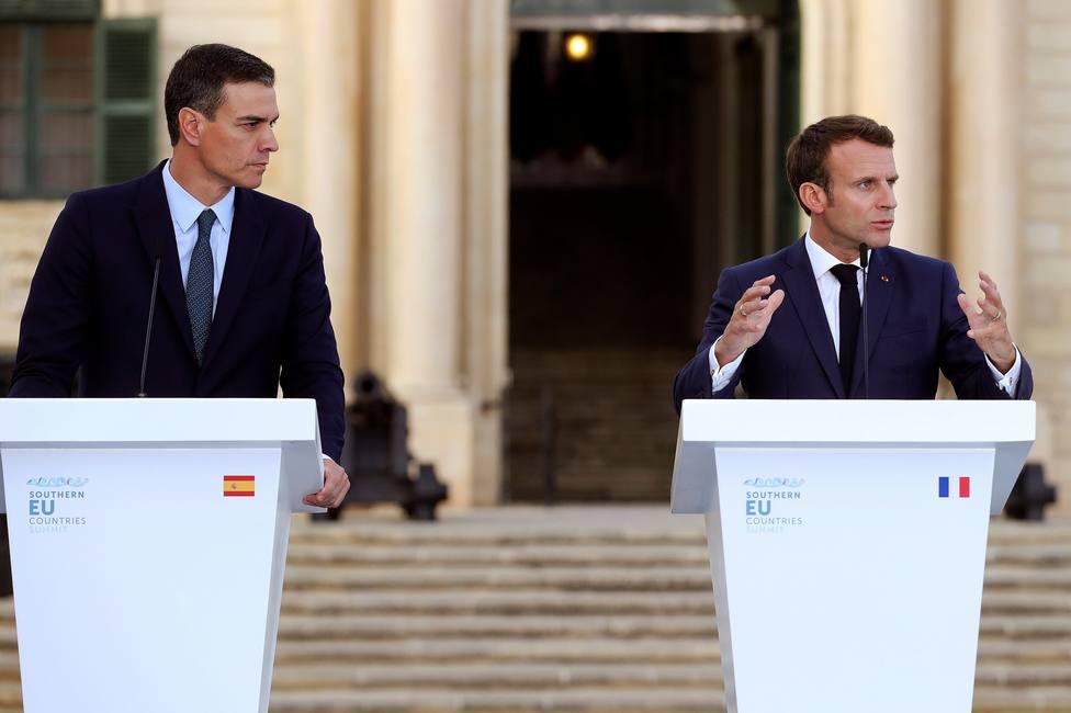 Sánchez y Macron analizan en Malta el reparto institucional de la UE