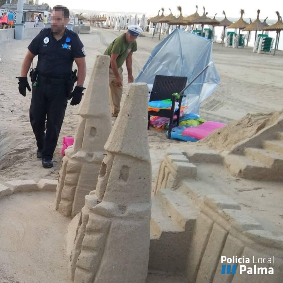 Retiran 5 castillos de arena en Playa de Palma con los que se lucraban cuatro personas
