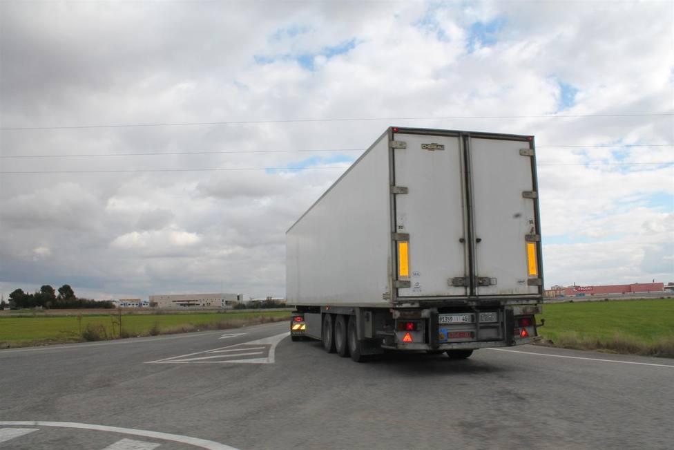Los transportistas avisan del perjuicio para las exportaciones del peaje en todas las autopistas