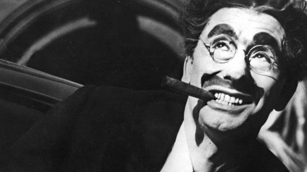 42 años sin Groucho Marx, que triunfó en comedia con sus hermanos pero... ¿recuerdas cómo se llamaban?