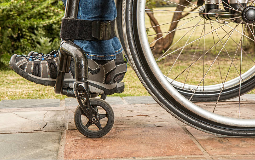 La foto de un niño con discapacidad que ha despertado conciencias sobre las normas de aparcamiento
