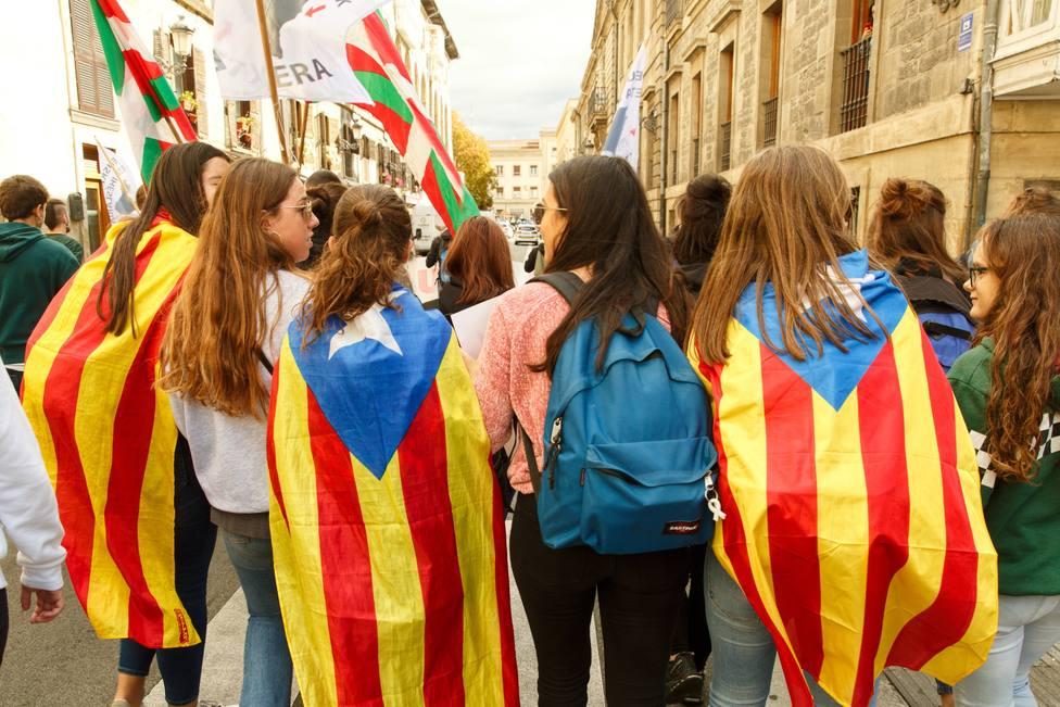 La Generalitat obliga a alumnos de instituto a decir si son independentistas