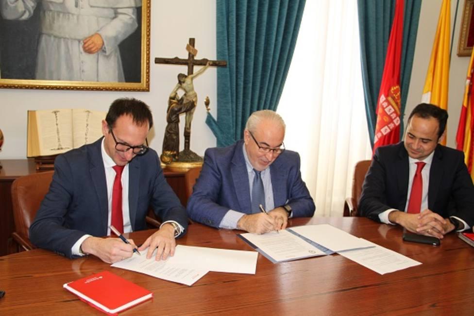 La UCAM y el Santander amplían su alianza, que incluye becas para nuevos alumnos con pocos recursos