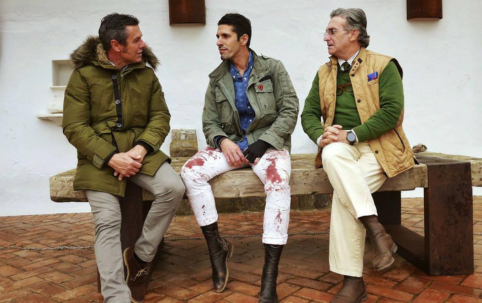 Joaquín Ramos, a la derecha de la imagen, junto a Joselito y Alejandro Talavante