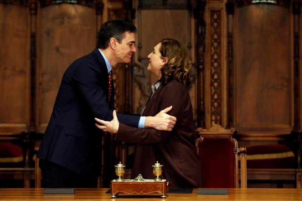 Pedro Sánchez y Ada Colau