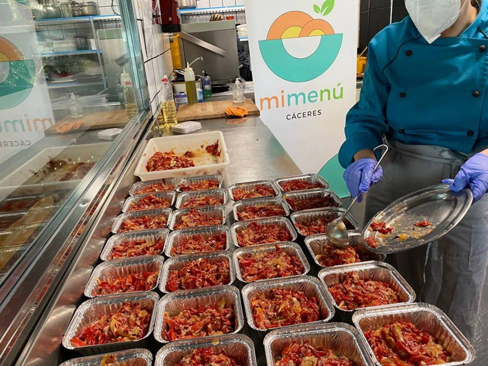 Mimenú finaliza su proyecto con 10.000 menús y 20.000 tuppers cocinados en Cáceres