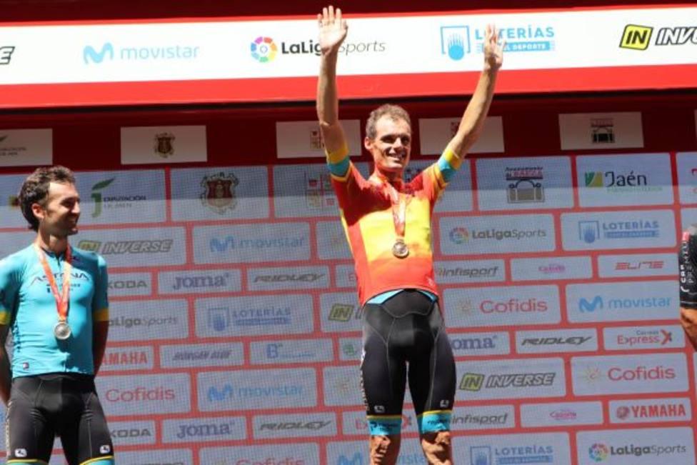 Luis León ya luce el maillot de campeón de España en ruta