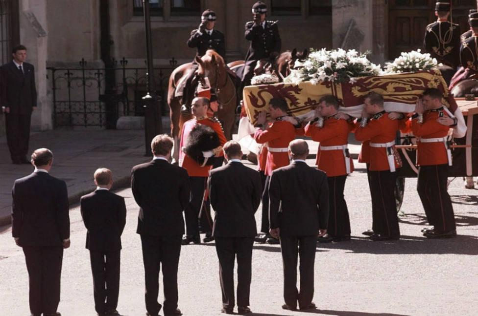 Se celebran 23 años desde el funeral de Diana de Gales: aquí las cifras de su funeral