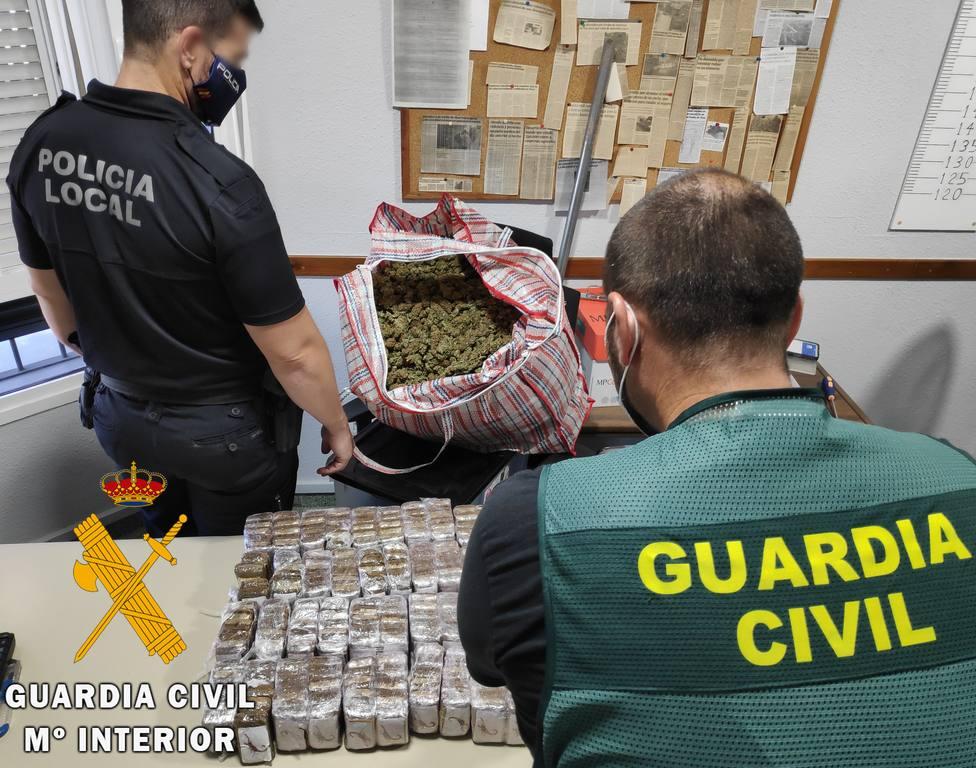 Desmantelan un activo punto de distribución y envasado de drogas en una vivienda de Vícar