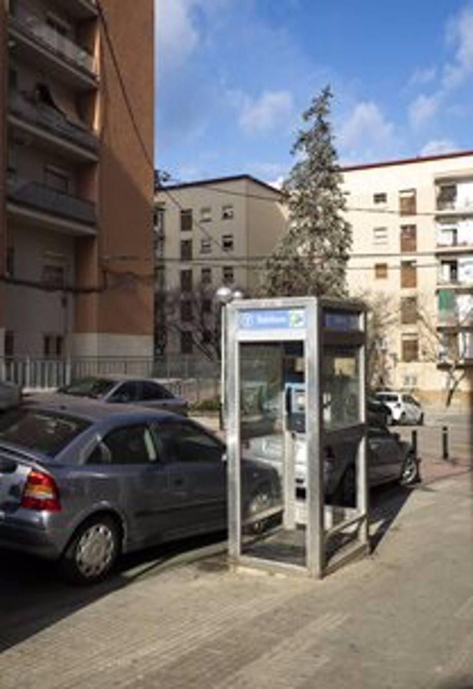 Última cabina con techo, puertas y recubierta de vidrio en Barcelona
