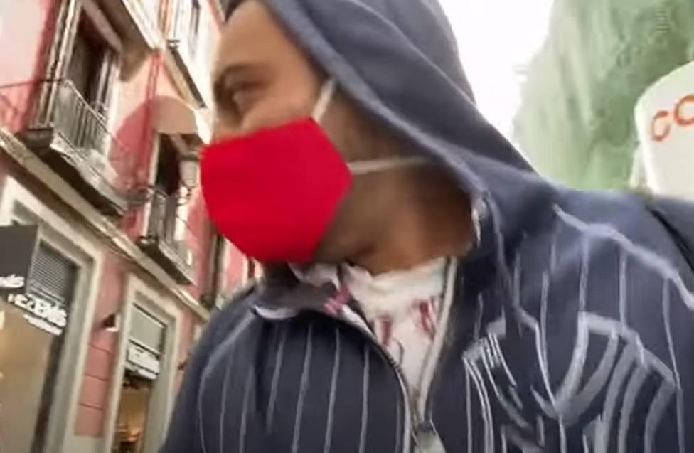 Detenido un youtuber que hirió a una mujer al lanzar una maquinilla de afeitar en plena calle