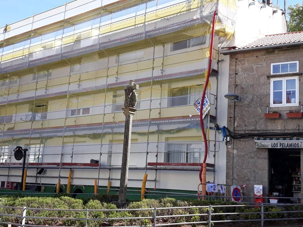 Edificio donde hay pisos ocupados en Pelamios, Santiago
