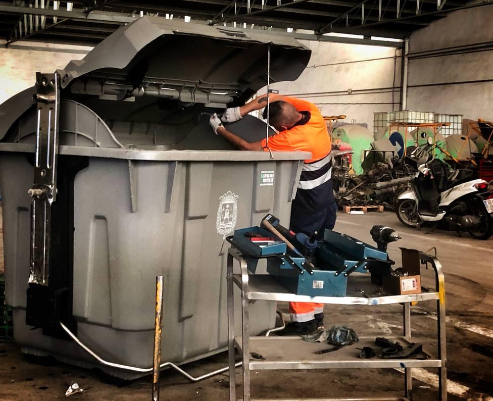 Así es el servicio de reparación y reposición de papeleras en Alicante