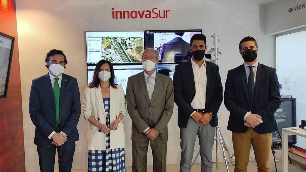 El consejero de Economía visita InnovaSur para conocer su Centro de Operaciones de Seguridad