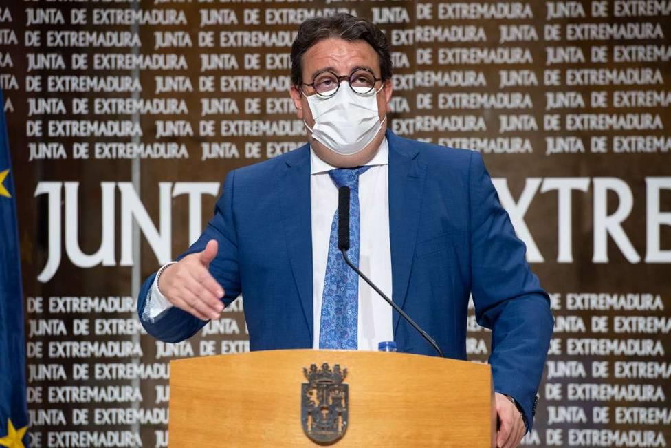 El vicepresidente segundo y consejero de Sanidad, José María Vergeles, en rueda de prensa. Junta_Ex