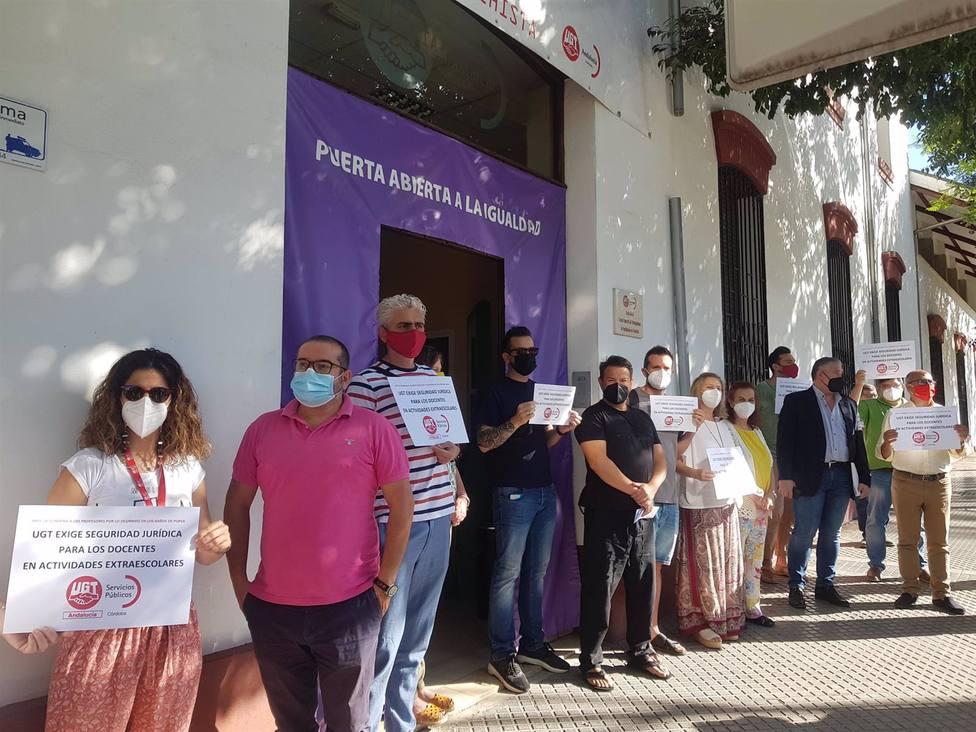 Sindicalistas de UGT se concentran en apoyo a los profesores condenados por la muerte accidental de un alumno
