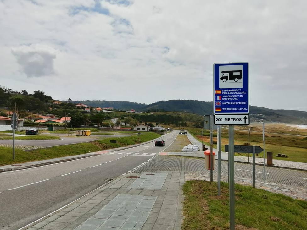 El área para autocaravanas está situada en la zona central de los aparcamientos de Doniños. FOTO: Ferrol