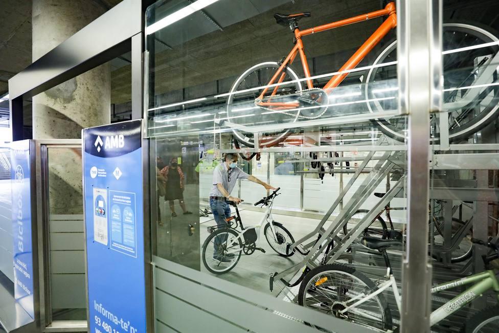 El servicio Bicibox para aparcar bicicletas llega a dos estaciones del Metro de Barcelona