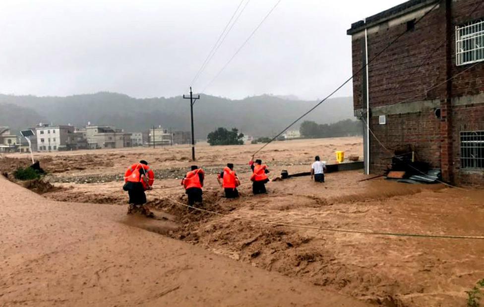 Las fuertes lluvias provocan al menos 25 muertos y más de 200.000 desplazados en la provincia china de Hena