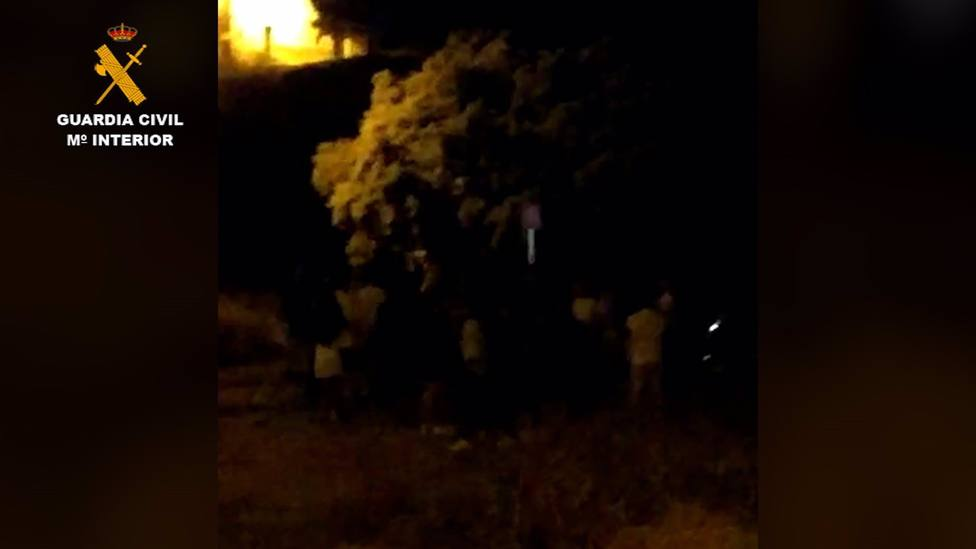 Cvirus.- Sorprenden a cerca de 70 jóvenes haciendo un botellón incumpliendo medidas frente al Covid-19 en Fortuna