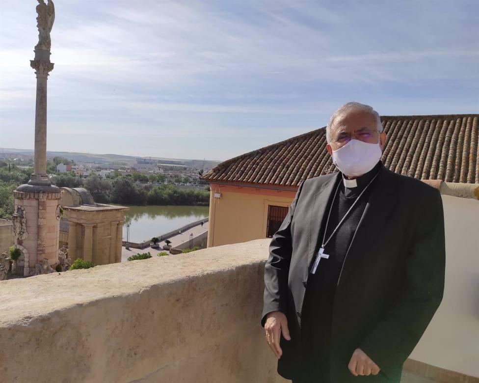 El obispo llama a acoger al inmigrante afirmando que no hay horizonte más inclusivo que el horizonte católico
