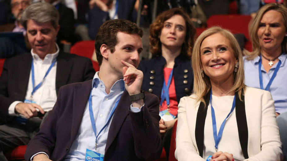 Sin micrófonos: El PP empieza a mover fichas en Madrid para detener su hemorragia de votos