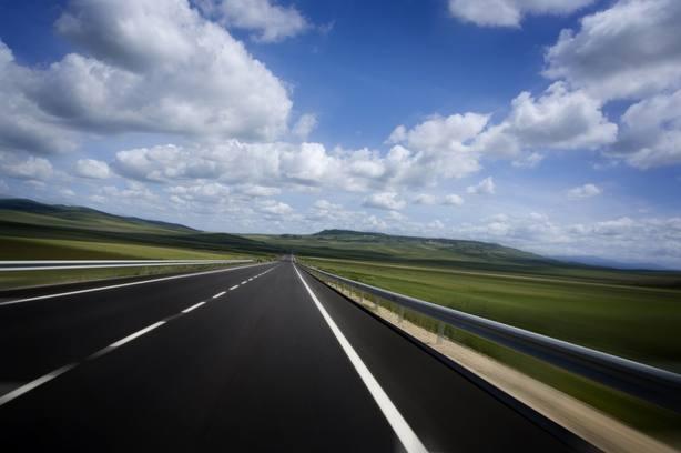 Industria y cementeras proponen construir carreteras con hormigón para abaratar su mantenimiento