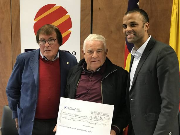 La Federación de Baleares y el RCD Mallorca entregan cerca de 33.000 euros al Cardassar