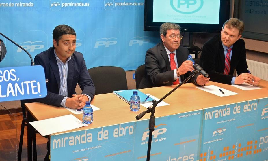 Jorge Castro, César Rico y Javier Lacalle en un acto en Miranda