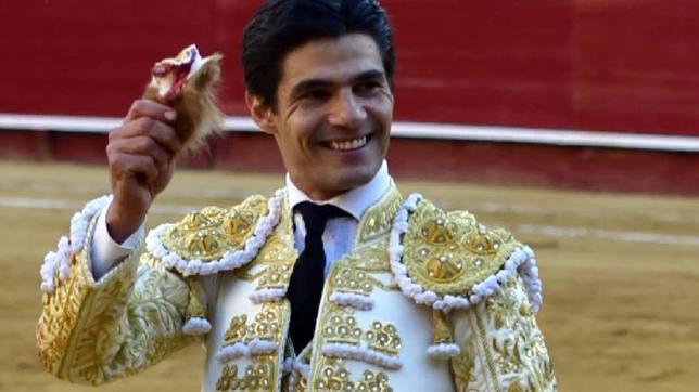 Pablo Aguado con la oreja cortada este miércoles en la Feria de Fallas de Valencia