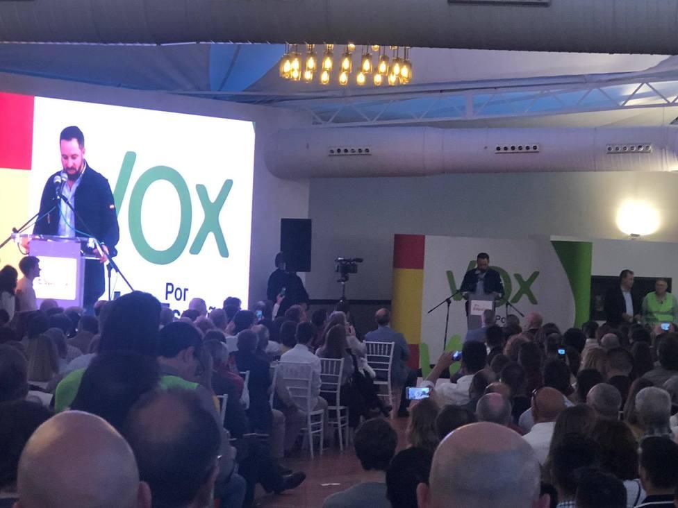 Abascal critica que Sánchez no condene ni una agresión a VOX, que provocan los que apoyan al Gobierno ilegítimo