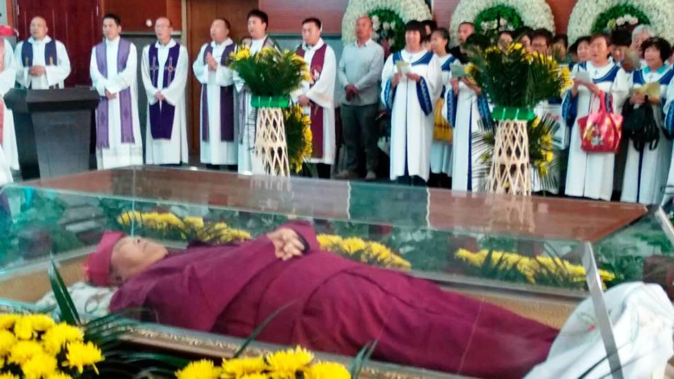 En la lápida de Mons. Esteban podrá escribirse sólo pastor, porque el comunismo no lo reconoce como obispo