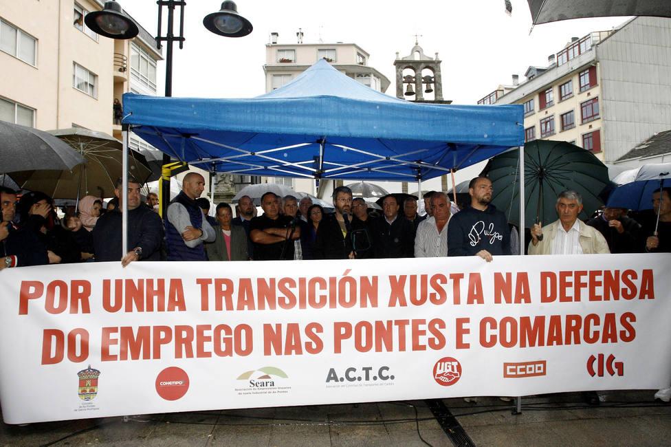 Representantes de todos los ámbitos pidieron la continuidad de la central térmica - FOTO: Efe / Kiko Delgado