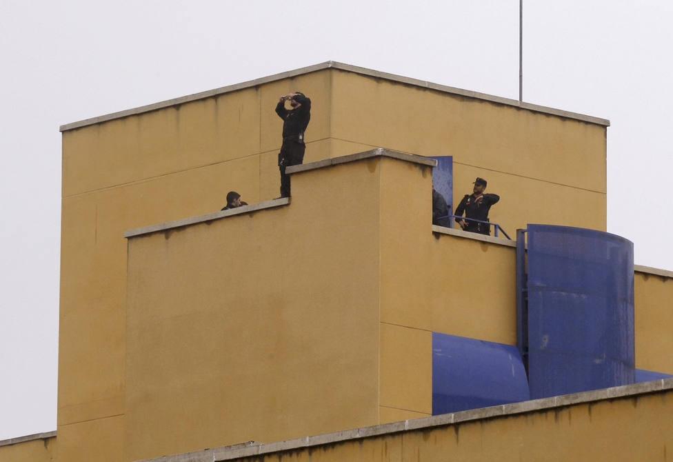 Diez internos del CIE de Aluche se fugan por una ventana con sábanas atadas