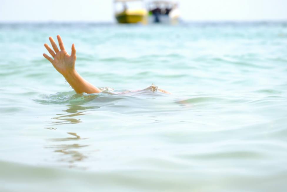 Un policía español destinado en Egipto salva a una mujer de morir ahogada en un playa