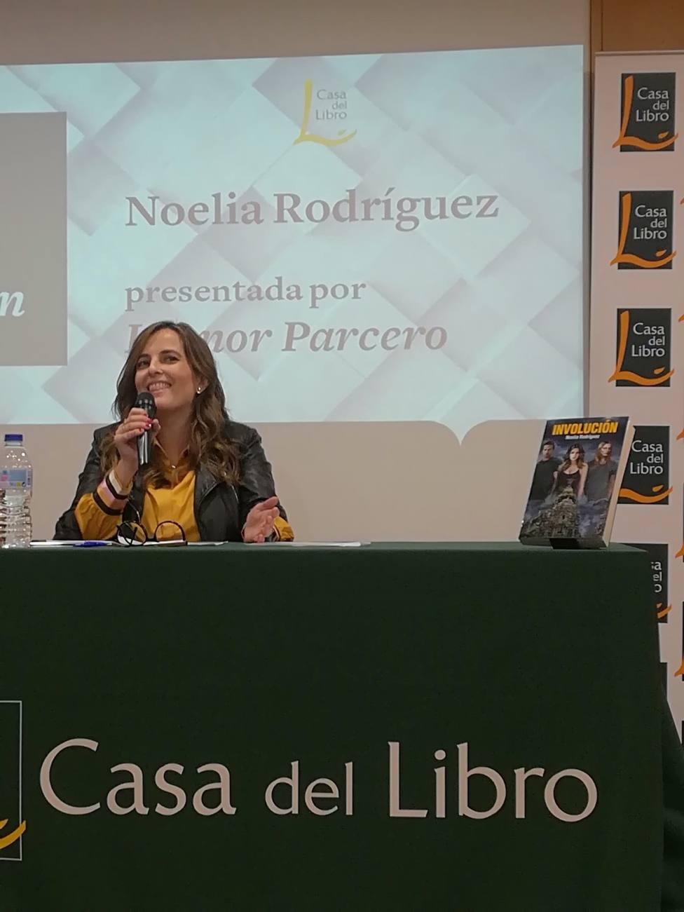 La escritora Noelia Rodríguez evoca el apocalipsis de Madrid con su ópera prima Involución